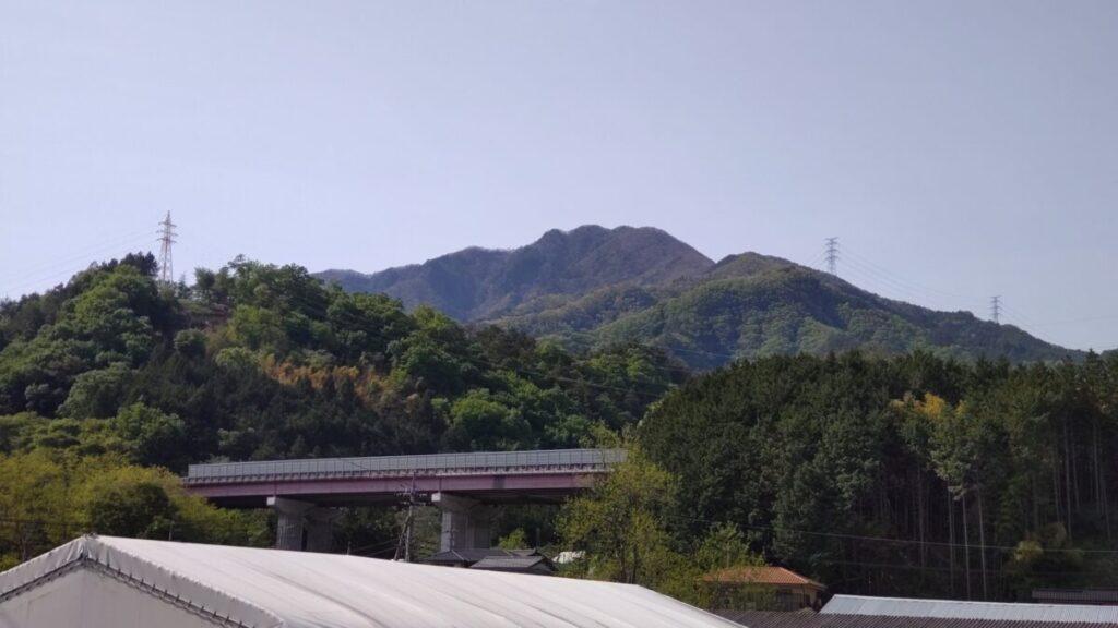 初狩駅近くから眺める滝子山