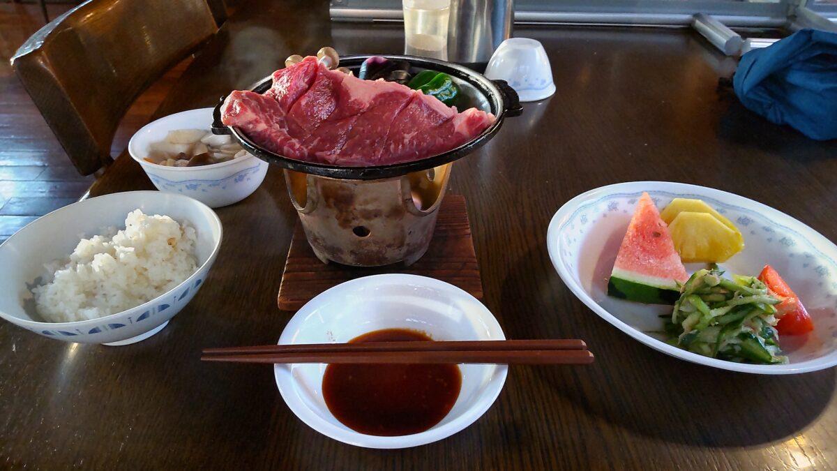 赤岳鉱泉自慢のステーキの夕食
