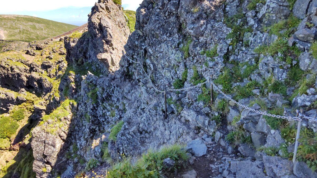 横岳の難所「カニの横ばい」