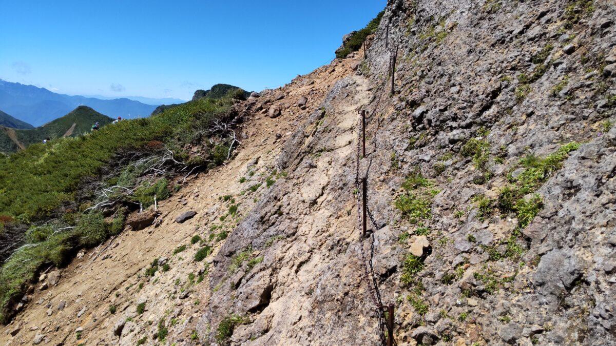 岩場・鎖場が続く横岳から赤岳への登山道
