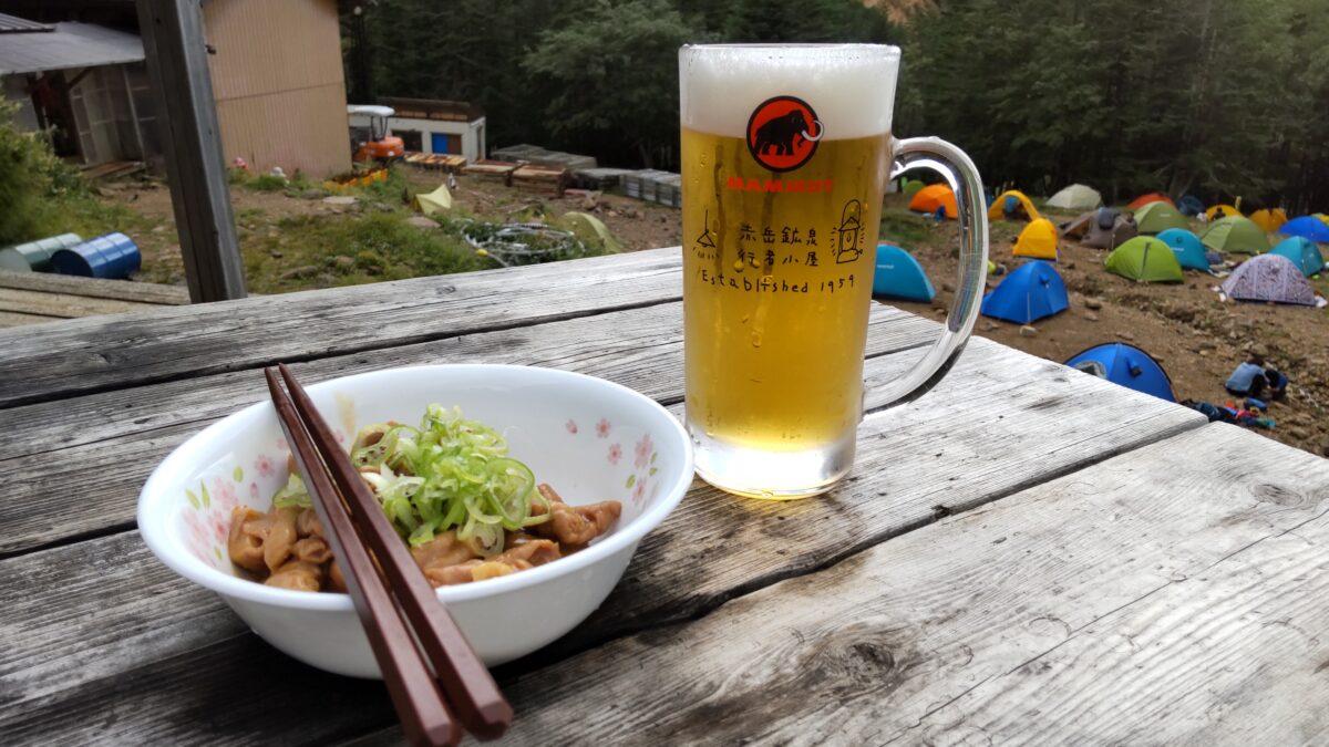 赤岳鉱泉の生ビールとモツ煮