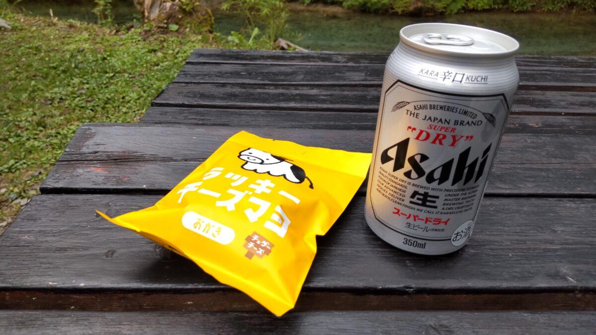徳澤園横のテーブルで乾杯!