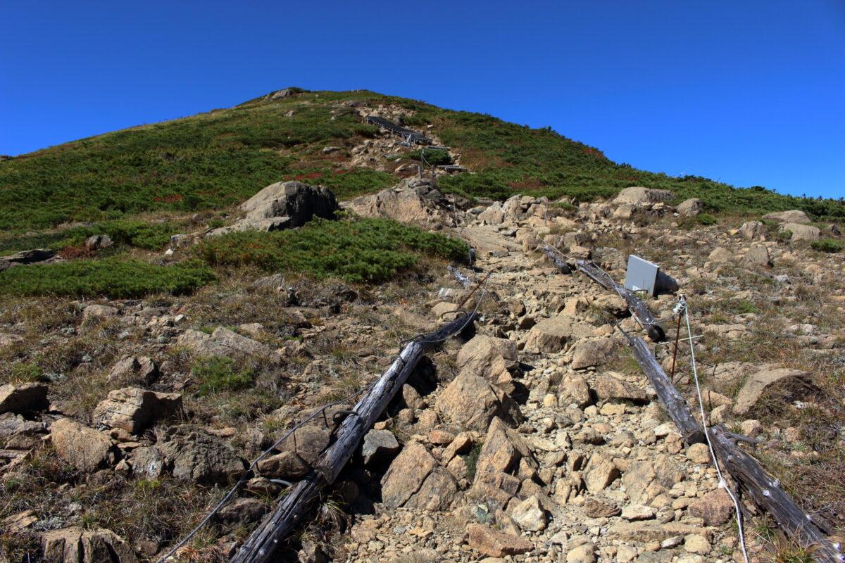 至仏山山頂直下の急登!