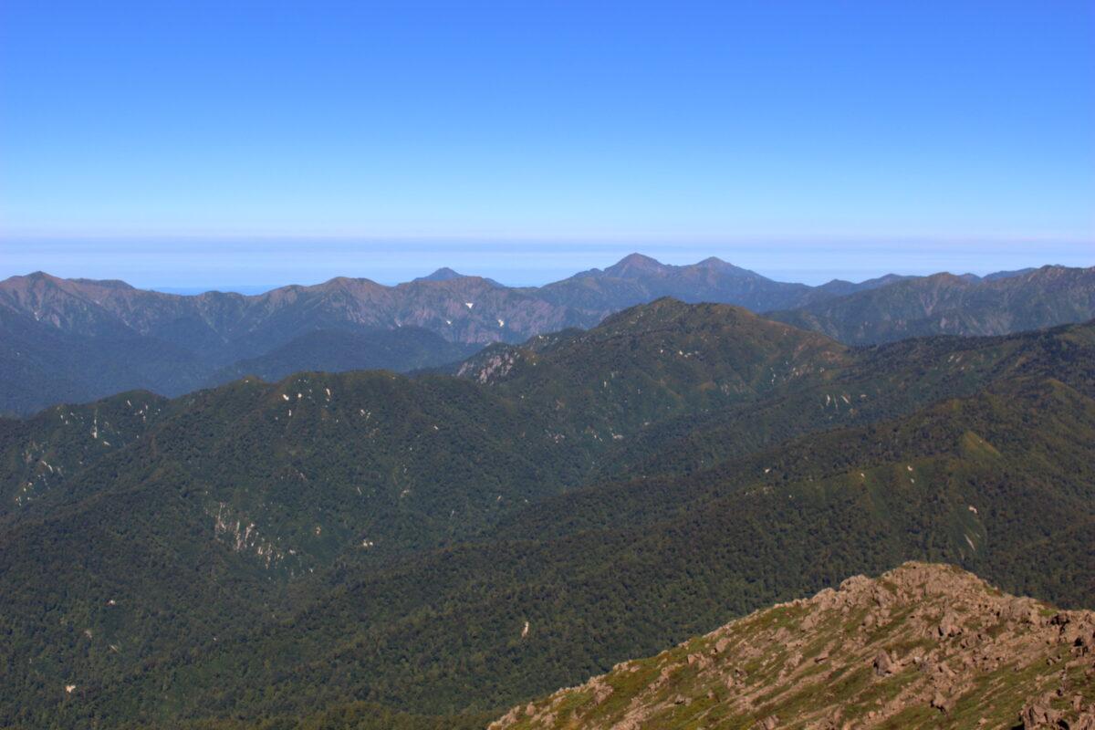 至仏山山頂から眺める越後三山