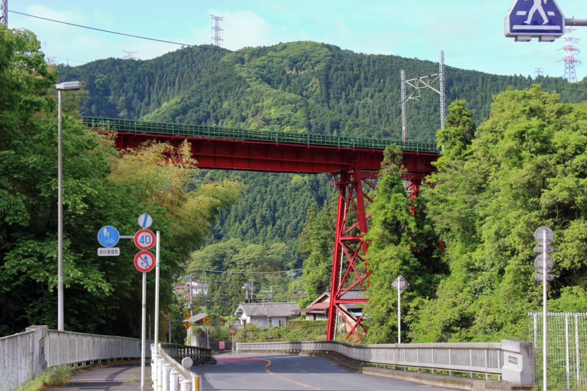 青梅線の赤い鉄橋