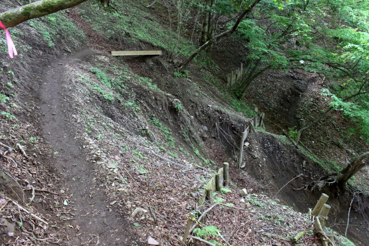 岩茸石から白谷沢の間の登山道の崩落箇所