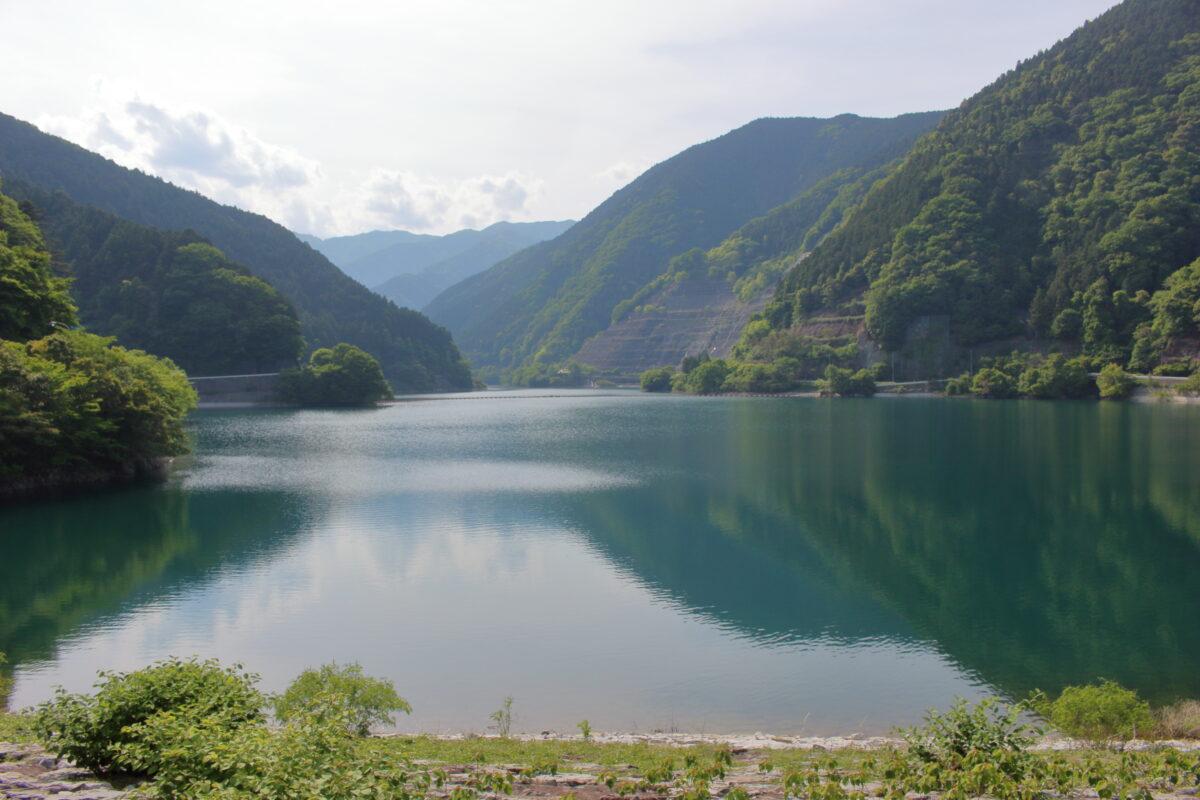名栗湖(有間ダム)の堤体の上から
