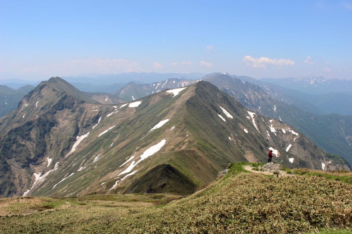 肩ノ小屋から西側に続く谷川連峰主脈
