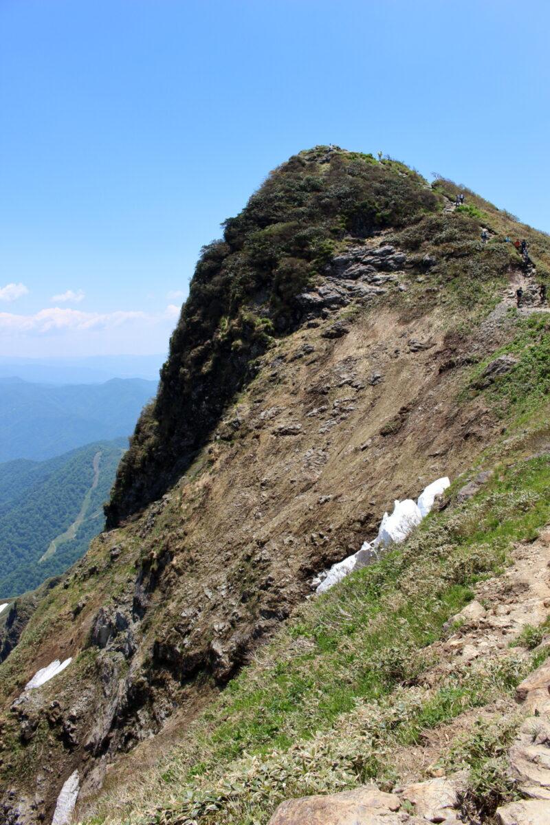 稜線から眺めるトマノ耳