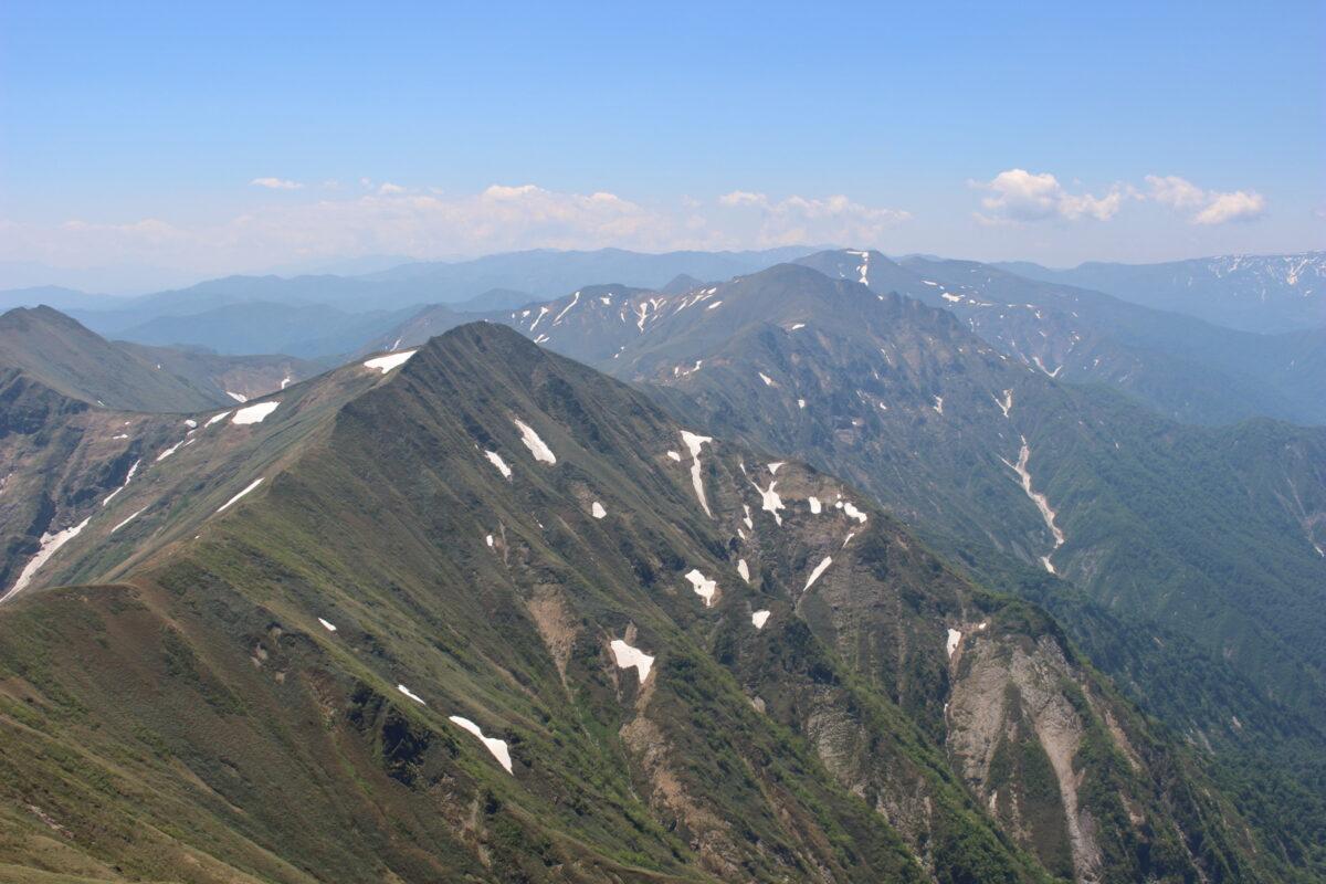 オキノ耳から眺める谷川連峰主脈