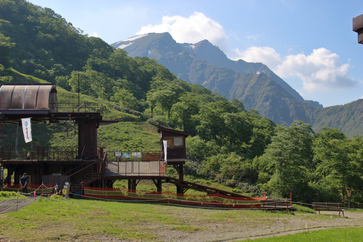 谷川岳ロープウェイ駅から眺める谷川岳