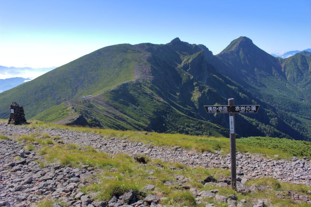 硫黄岳から眺める横岳~八ヶ岳の稜線