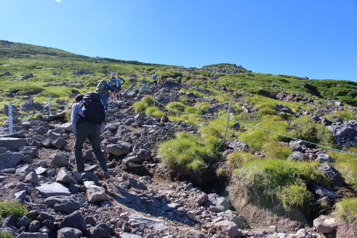 硫黄岳から横岳への登り