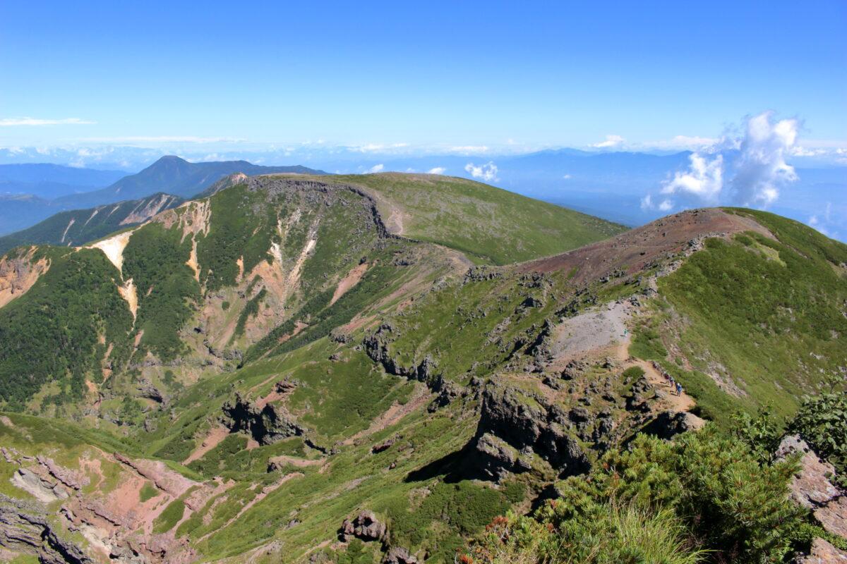 横岳奥の院から眺める硫黄岳