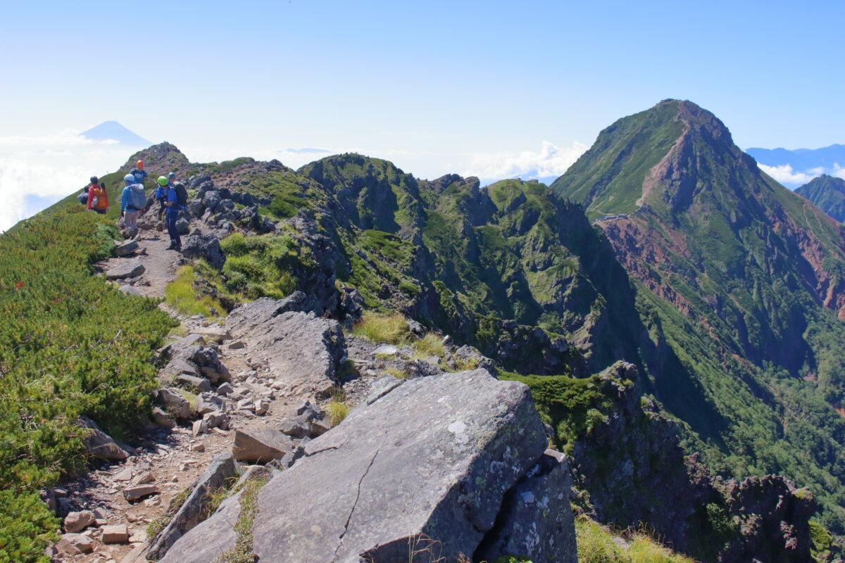 横岳の岩峰と赤岳