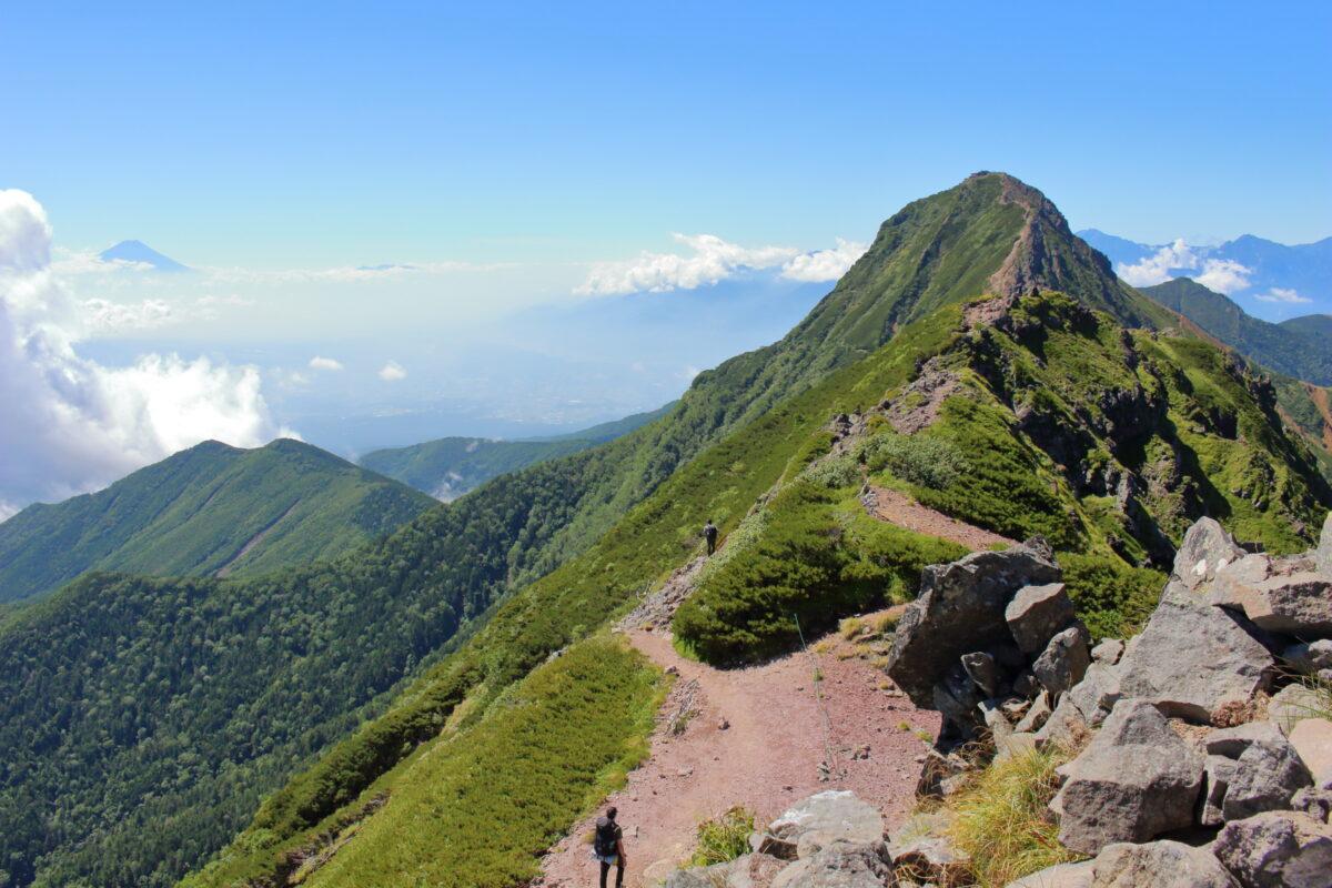 横岳三叉峰からの赤岳の眺め
