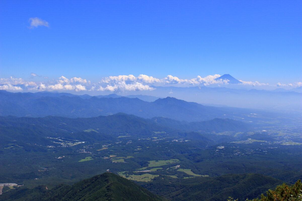 赤岳山頂から東側の眺望