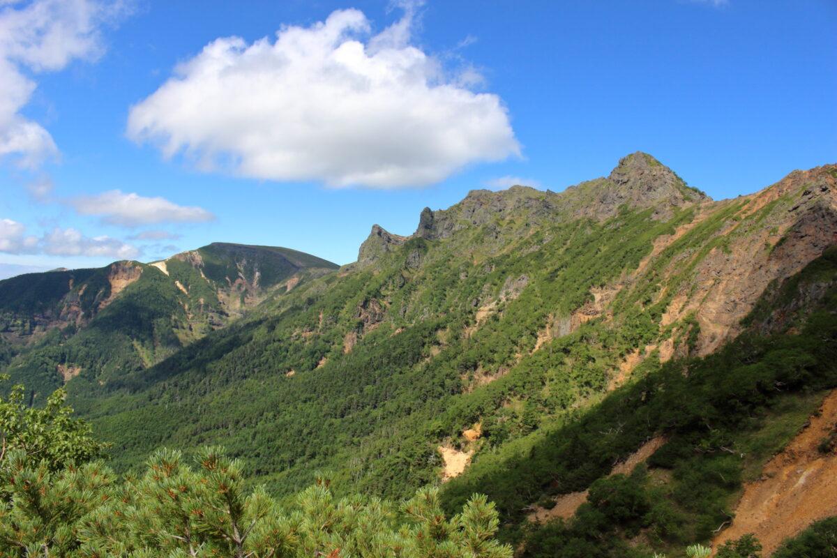 文三郎尾根から眺める横岳の稜線