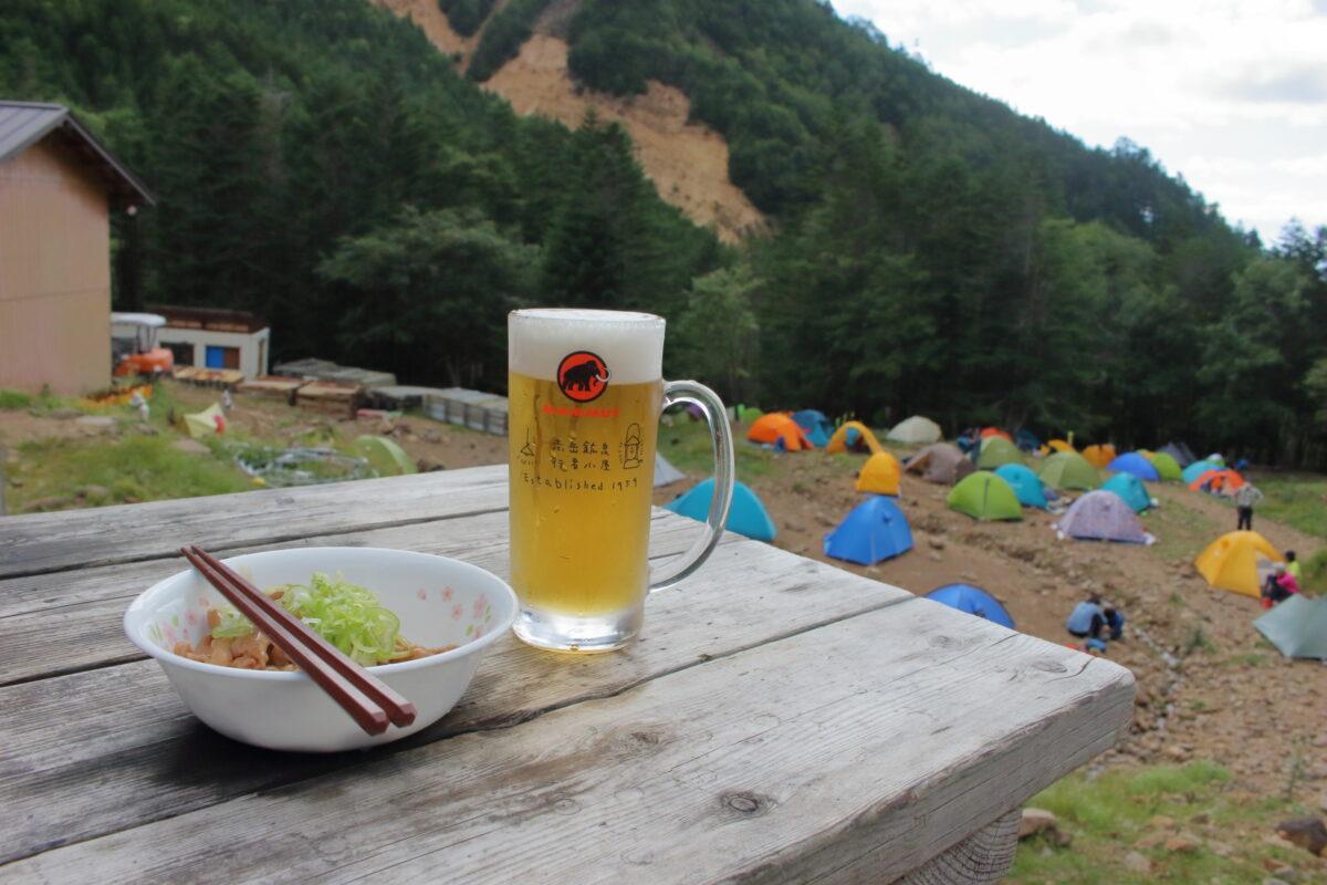 赤岳鉱泉のビールとモツ煮