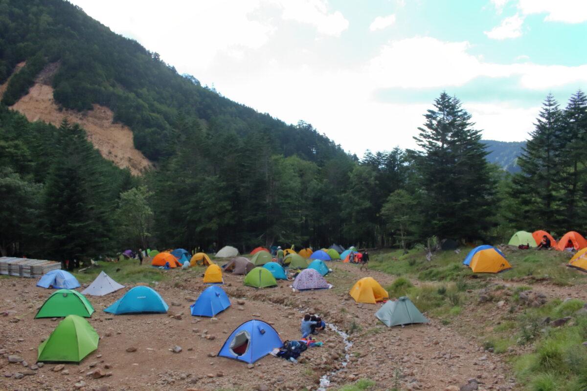 たくさんのテントが張られていた赤岳鉱泉のテント場