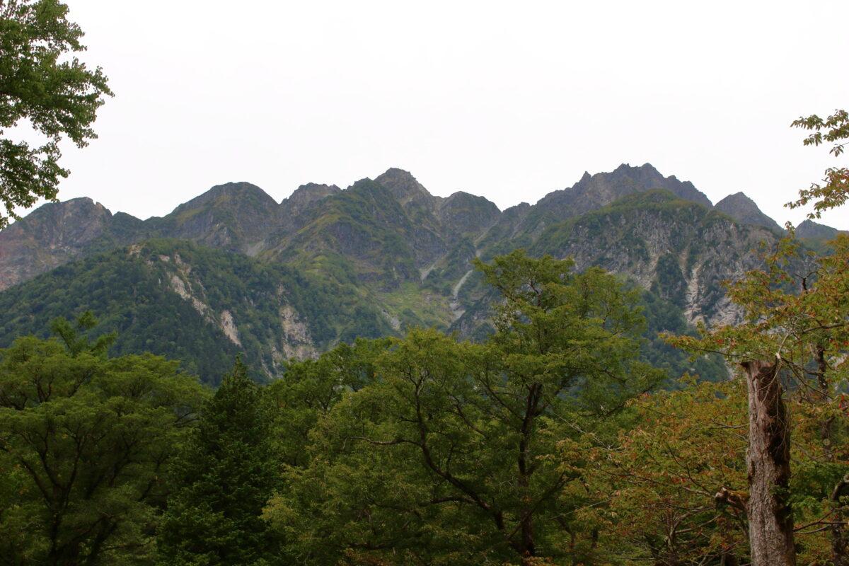 徳澤キャンプ場から見上げる穂高連峰