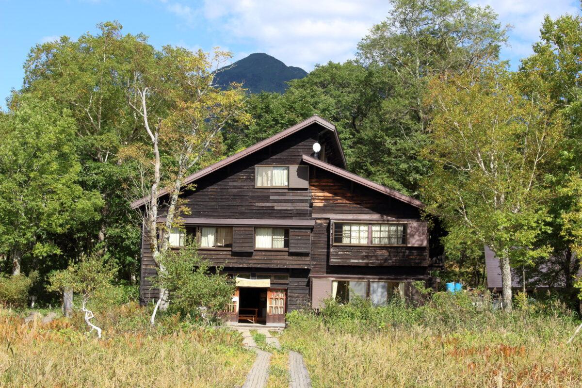 森の中に建つ竜宮小屋