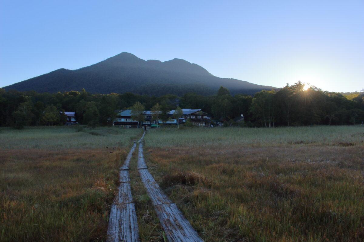 早朝の尾瀬ヶ原と燧ヶ岳